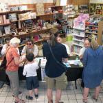 Des auteurs en librairie